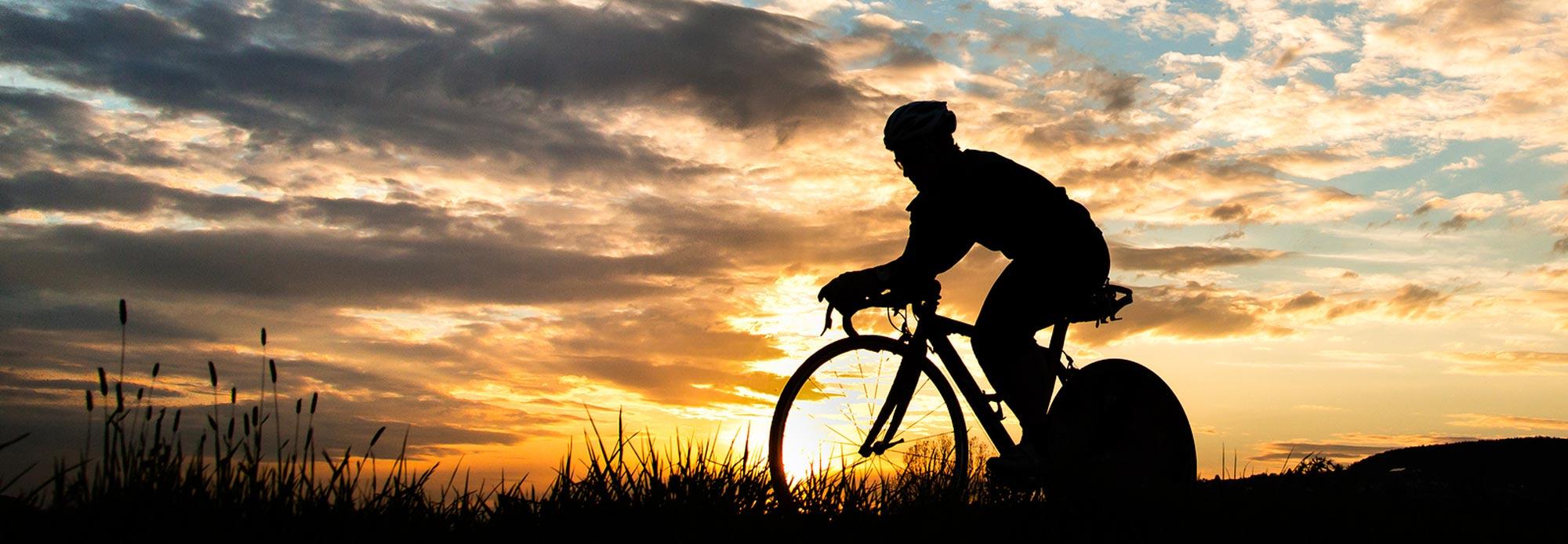 ciclista_tramonto